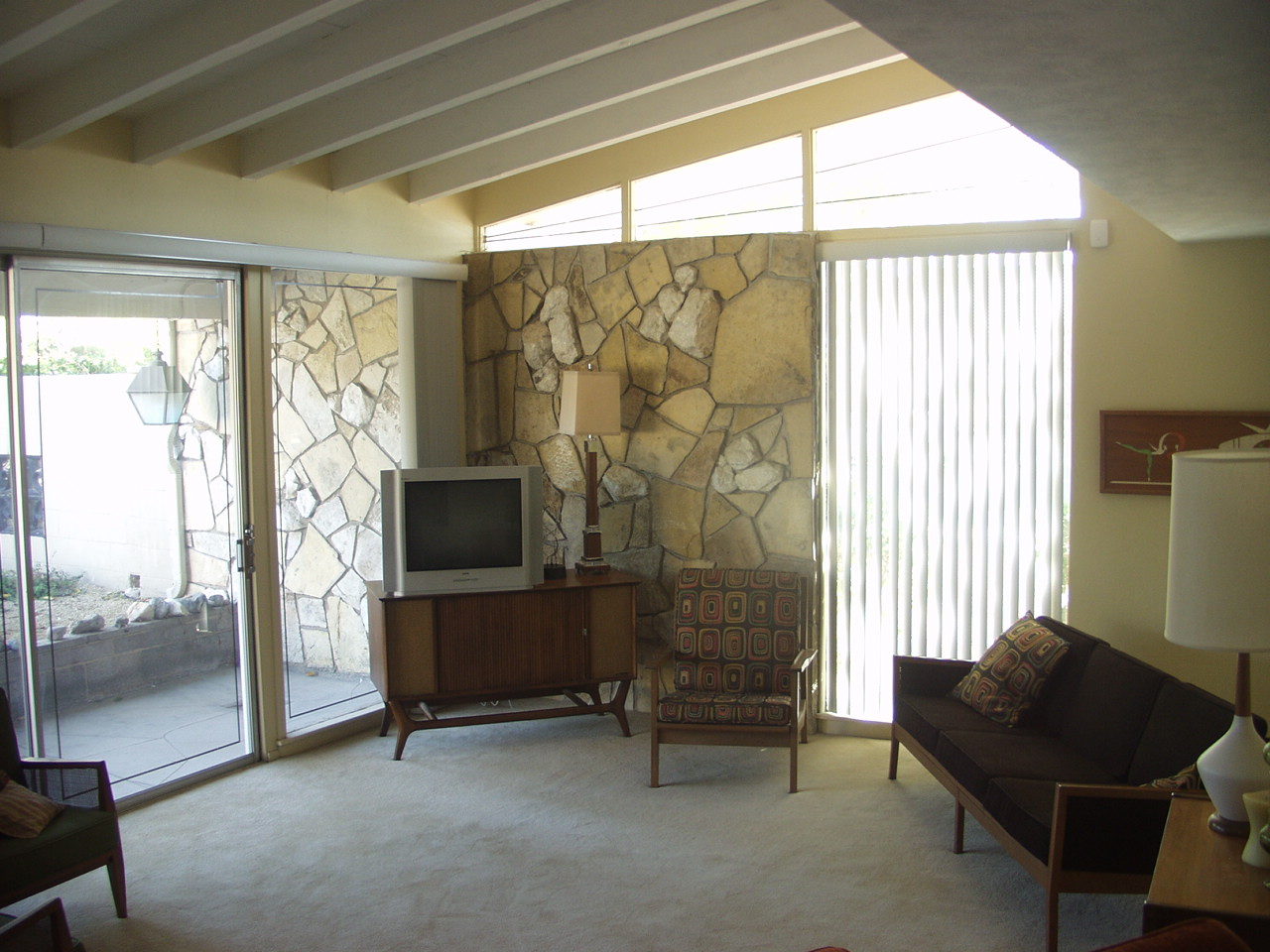 mid century modern windows big mid century modern the triangular windows above normal wall space are called clear story windows this home uncle jacks very vintage vegas modern homes historic