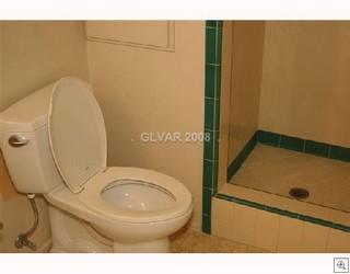 Mid Century Modern Retro Bathrooms Are All The Rage In Vintage Las Vegas