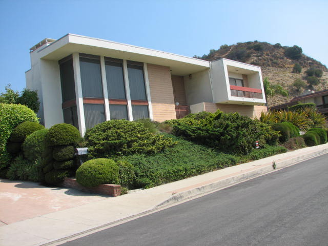 Uncle jack 39 s very vintage vegas mid century modern homes for Very modern houses for sale