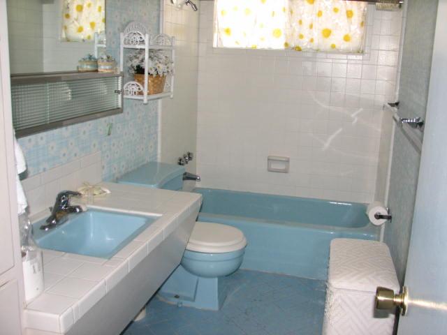 Uncle jack 39 s very vintage vegas mid century modern homes Mid century modern bathroom faucets